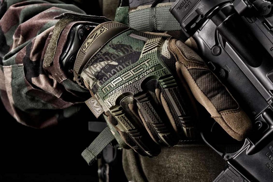 Der taktuische Handschuh Mechanix M-Pact Woodland für Einsatzkräfte