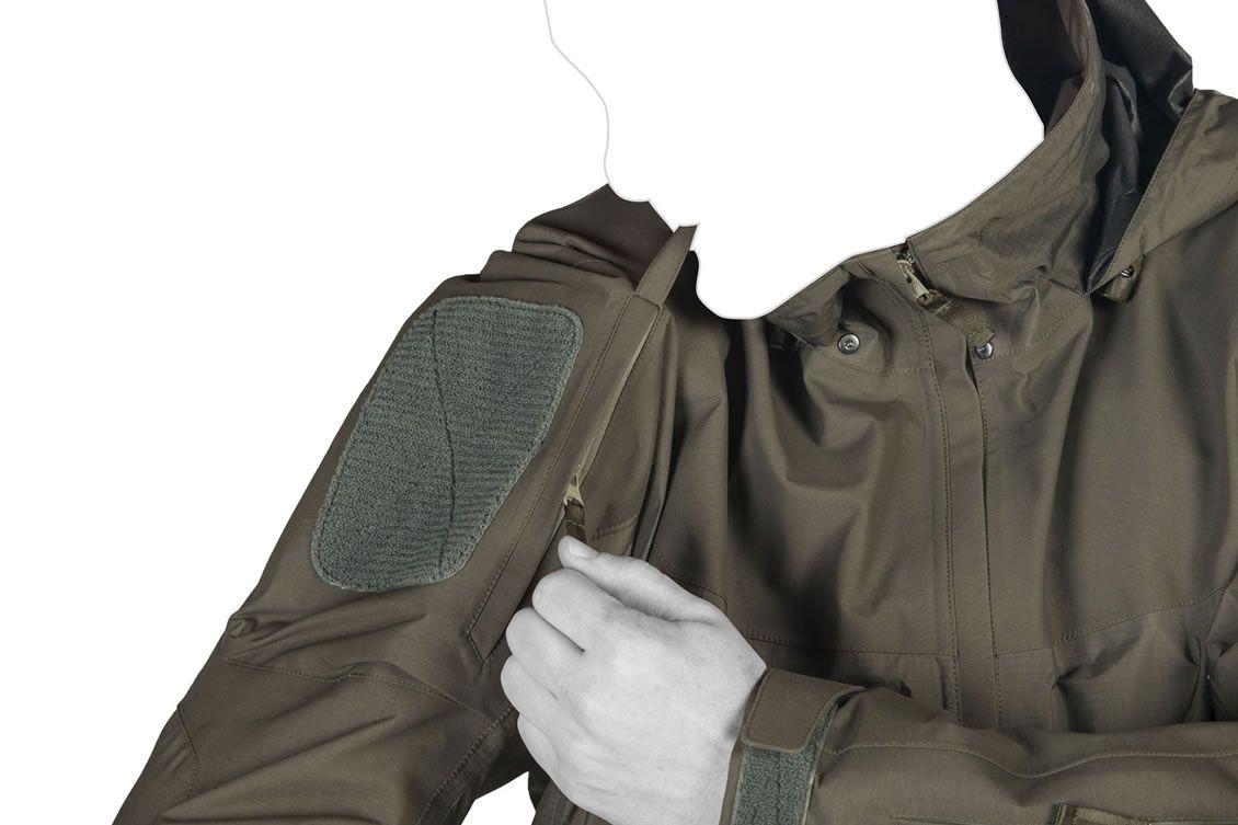 Die taktische Taschenanordnung des UF PRO Monsoon Rain Shirt