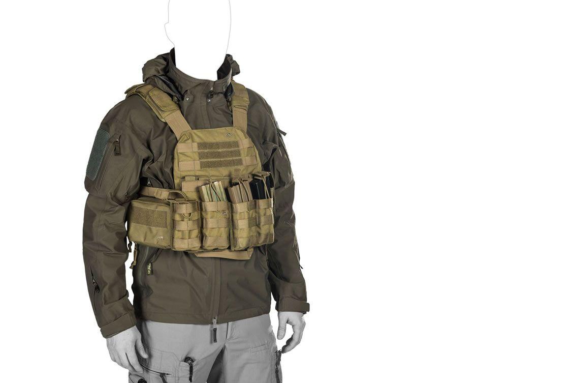 Das UF PRO® Monsoon Rain Shirt ist der ultimative Regenschutz unter Körperschutz und taktischem Gear
