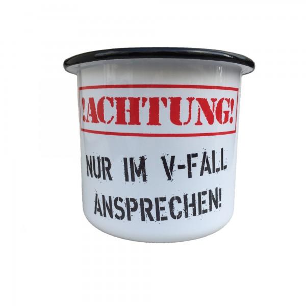 """Emaille Becher mit Frontaufdruck """"Achtung! Nur im V-Fall Ansprechen"""""""