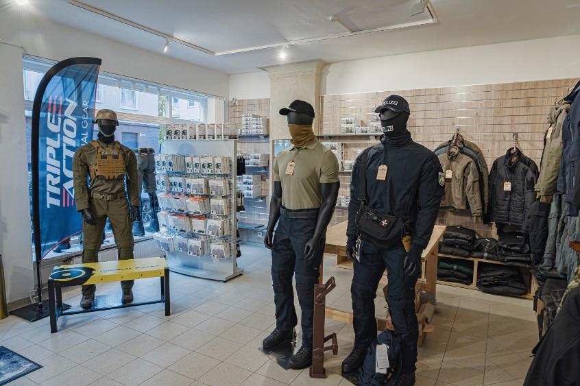 Store-fuer-taktische-Bekleidung-Ausruestung-Duesseldof21nYM1AZvKUg3